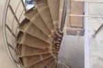 винтовая лестница с ограждением из нержавеющей стали